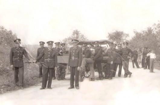 Pertoški gasilci z novim vozom 1947