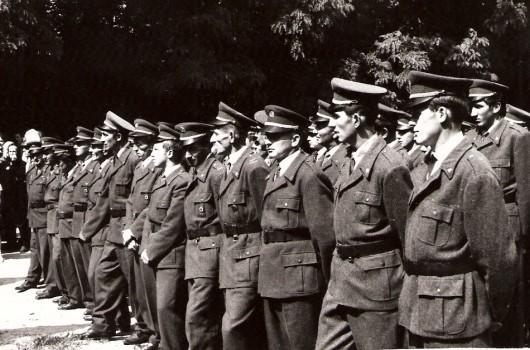 Gasilci ob prevzemu gasilskega doma 1968