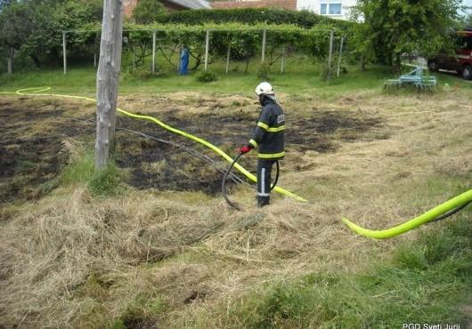 Travniški požar v Sotini